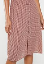 Missguided - Chiffon houndstooth button down midi dress - pink