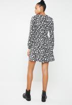 Missguided - Wrap side tea dress - black & white