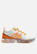 Nike - Nike w Air Vapormax 2019 - Summit white / Topaz gold - orange