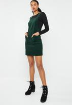 New Look - Animal dungaree dress - green & black