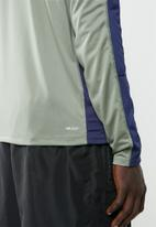 New Balance  - Accelerate long sleeve tee - khaki