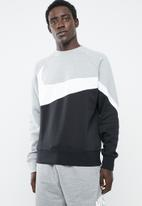 Nike - NSW HBR crew neck stmt sweater - multi