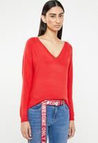 ONLY - Laura long sleeve v-neck pullover - red