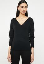 ONLY - Laura long sleeve v-neck pullover - black