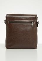 Superbalist - Tate messenger bag - dark brown