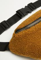 Superbalist - Faux sherpa waist bag - tan