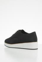 Call It Spring - Mclinn lace-up flatform oxford sneaker - black