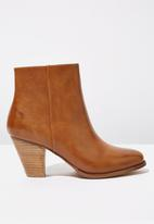 Cotton On - Faux leather ankle boot - tan
