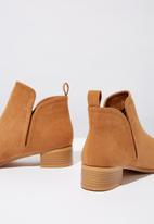 Cotton On - Faux suede ankle boot - tan