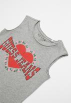 GUESS - Teens short sleeve muscle body heart tee - grey