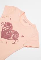 GUESS - Teens short sleeve guess heart arrows tee - peach