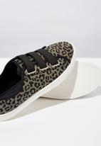 Cotton On - Textile elastic leopard print slip on - khaki