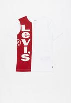 Levi's® - Boys vertical logo T-shirt - white