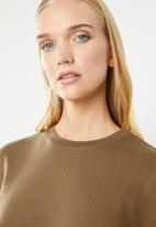 Superbalist - Rouched sleeve sweat - brown