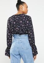Superbalist - Drop shoulder blouse - black