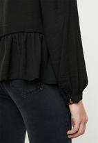 Vero Moda - Jenny ruffle top - black