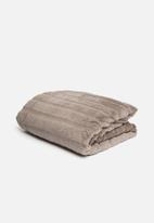 Hertex Fabrics - Mink faux fur throw - mauve
