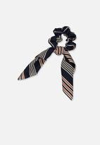 Cotton On - Scarf striped scrunchie - navy & red