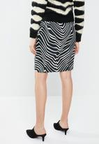 MANGO - Zebra ruffle skirt - black