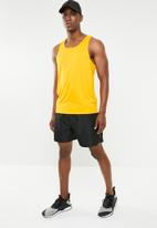 PUMA - Forever faster cotton singlet - yellow