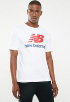 New Balance  - Essentials stacked logo  tee - white