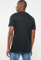 Nike - Nsw sznl am 2 tee - black