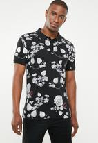 GUESS - Short sleeve floral all over print golfer - black & grey