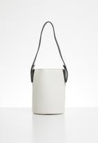 Superbalist - Structured bucket bag - white & black