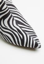 Public Desire - Faux leather ankle boot - white & black