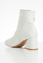 Public Desire - Bff ankle boot - white