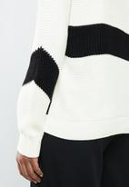 MANGO - Contrast knitted sweater - black & white
