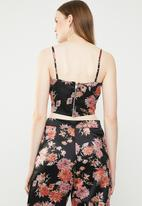 STYLE REPUBLIC - Cropped strappy top - black