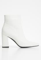 Public Desire - Hollie ankle boot - white