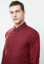 Levi's® - Classic no pocket plaid shirt - red & black
