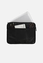 Typo - Core laptop cover 15 inch - black