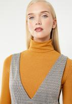 Superbalist - Check pinifore dress - brown