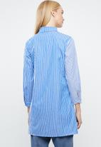 STYLE REPUBLIC - Multi-stripe shirt - blue & white