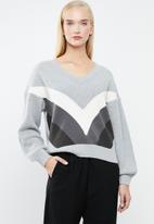 Vero Moda - Ocean V-neck colour block jersey - grey & white