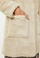 Revenge - Teddy coat - beige