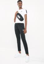 PUMA - Classics tight t7 tee - white & black