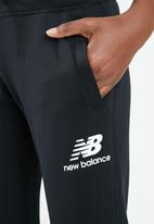 New Balance  - Essential stacked logo sweatpants - black