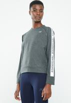 New Balance  - Lightweight warm up crew - performance -grey