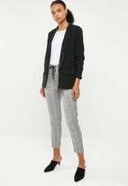 STYLE REPUBLIC - Ruched sleeve blazer - black