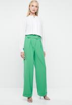 Vero Moda - Savanah belted long pants - green