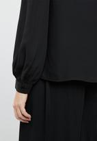 Vero Moda - Grow long sleeve pleated shirt - black