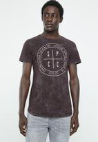 S.P.C.C. - White wash circle logo tee - burgundy