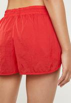 Cotton On - Crinkle jogging shorts - red