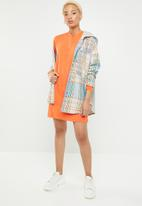 Missguided - Oversized long sleeve zip T-shirt dress - orange