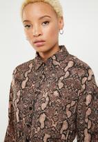 Missguided - Tie waist long sleeve shirt dress snake - brown