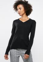 edit - Essential v-neck jersey - black